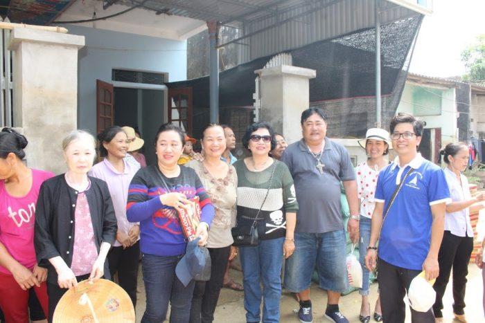 Gặp gỡ giáo dân Phong Ý sau trận lũ lụt lịch sử