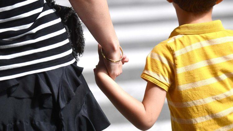 Giáo hội Ailen xin lỗi về các vụ bê bối xảy ra trong các cơ sở đón tiếp các bà mẹ đơn thân