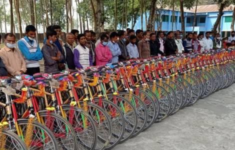 Giáo lý viên được tặng xe đạp để loan báo Lời Chúa tại Bangladesh