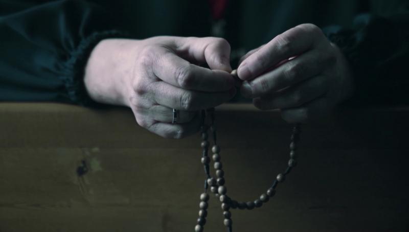 Bộ phim tài liệu kể về sự thay đổi trong cuộc sống của những người lần hạt Mân Côi