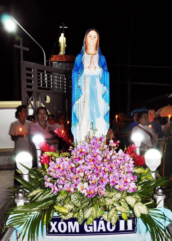 Họ đạo Cái Nhum : Bước vào Tháng Hoa kính Mẹ