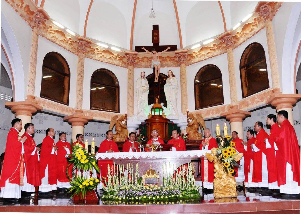 Họ đạo Cái Nhum : Thánh lễ Ban Bí Tích Thêm Sức và trao dây Băng Quới Chức