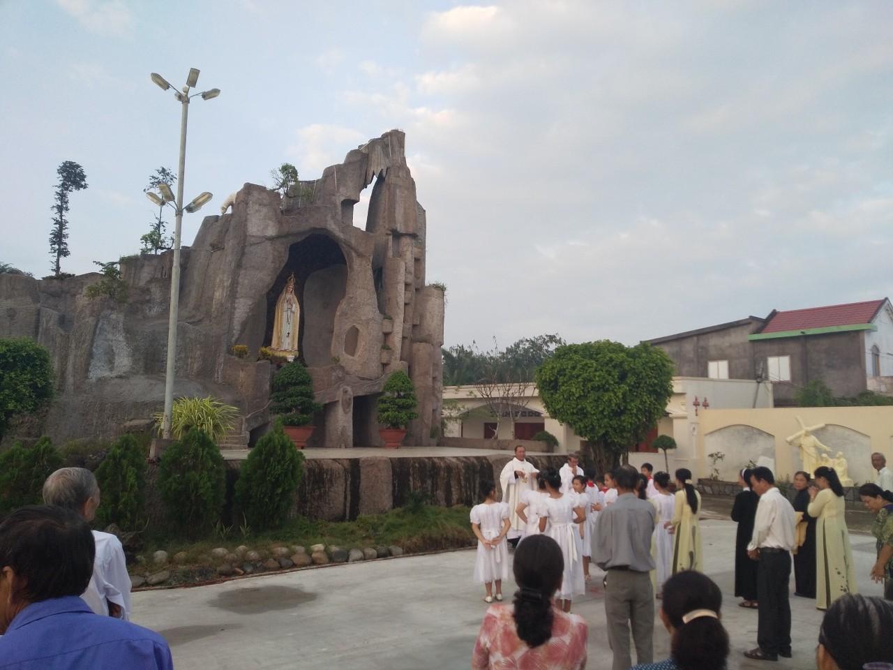 Họ đạo Cái Tắc : Làm phép núi Đức Mẹ - Chặng đàng Thánh Giá, khánh thành nhà mục vụ - Nhà Giáo Lý