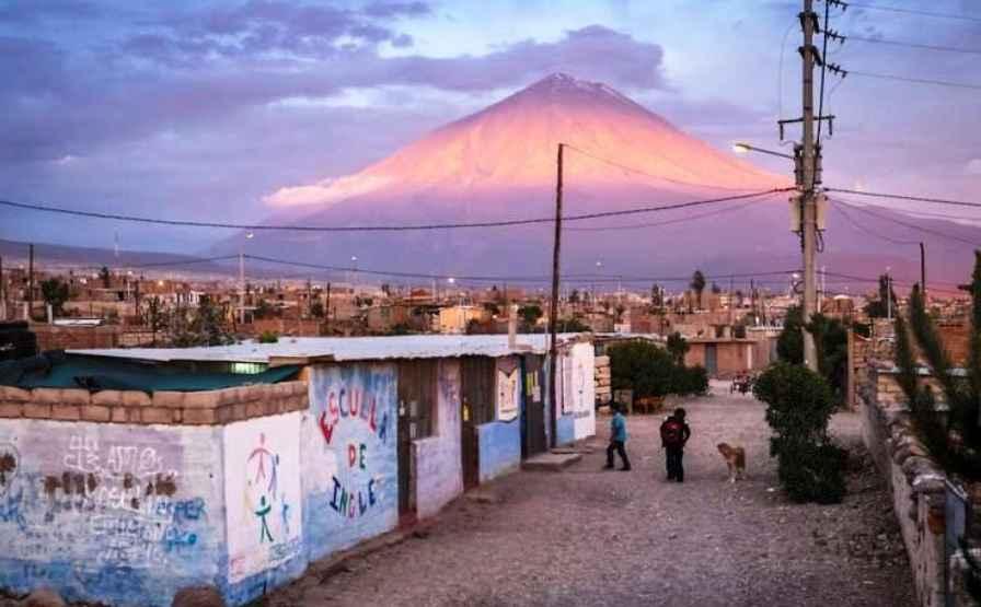 Hoạt động truyền giáo dưới chân núi lửa