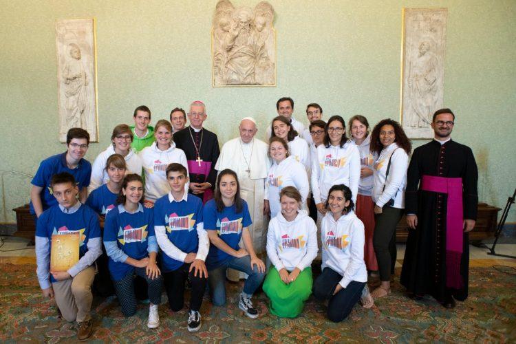 Hơn một giờ nói chuyện giữa Đức Phanxicô và các bạn trẻ giáo phận Grenoble, Pháp