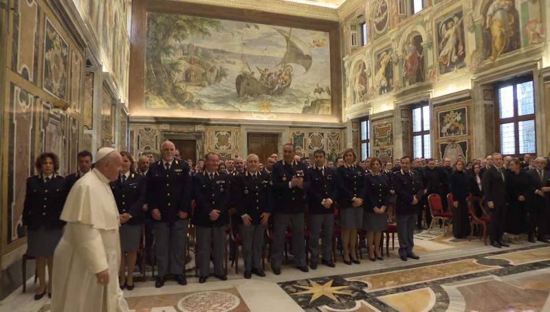 ĐGH Phanxicô nói với cảnh sát Vatican: Tôi ngưỡng mộ tinh thần hy sinh của các bạn