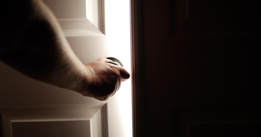 Khi cầu nguyện: Hãy đóng cửa lại!