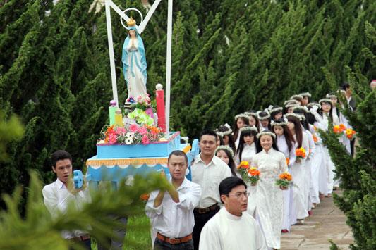 Lịch sử, ý nghĩa và lòng tôn kính Đức Mẹ trong tháng 5.