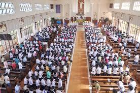 Linh mục bỏ cử hành Thánh lễ của ngày thứ bảy được không?