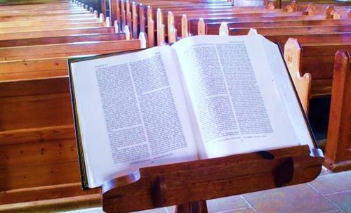 Linh mục nói lời thô tục trong bài giảng được không?