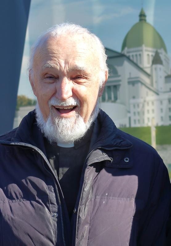 Linh mục quản nhiệm Đền thánh Giuse tại Montréal bị đâm khi đang dâng thánh lễ