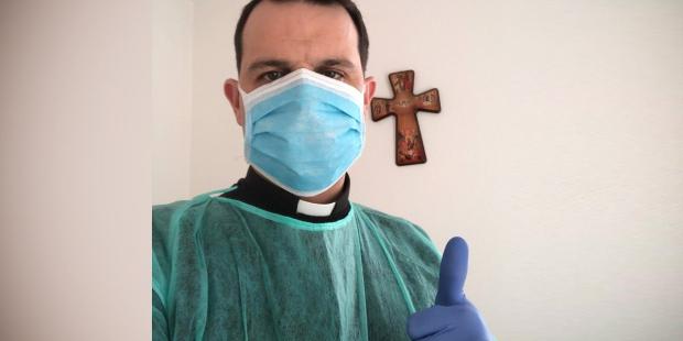 Linh mục tuyên úy bệnh viện chạy đua với thời gian và virus corona