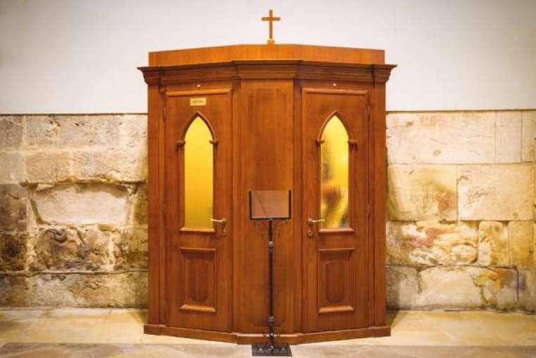 Luật về tòa giải tội ở California đã được sửa đổi, nhưng vẫn buộc các linh mục vi phạm ấn tín giải tội