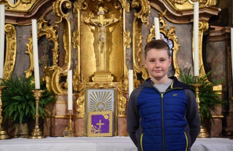 Max, thiếu niên 13 tuổi làm ở phòng thánh, em mơ gặp Đức Phanxicô