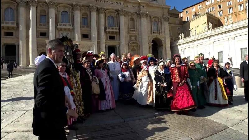 ĐGH Phanxicô chào đón những nhân vật cổ điển vui nhộn của nền văn hóa dân gian Ý Đại Lợi