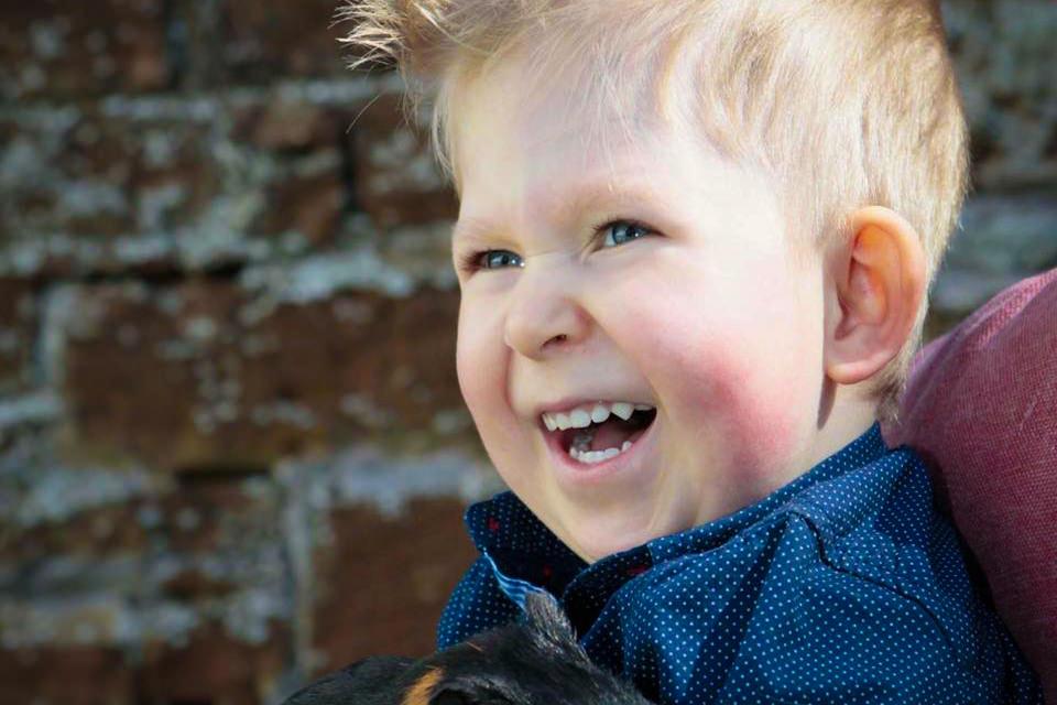 Một cậu bé sinh ra không có não, giờ đã có thể nói chuyện, đếm số và đi học! Trong khi các nhà khoa học đã nói chẳng còn hy vọng!
