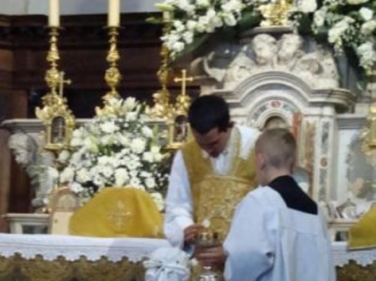 Ngày em Anne-Gabrielle Caron rước lễ vỡ lòng