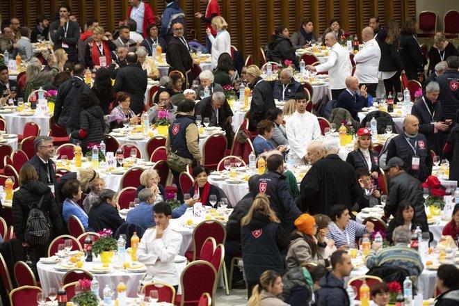 Ngày Thế giới Người nghèo: 1.500 người nghèo và vô gia cư vào bàn với Đức Phanxicô
