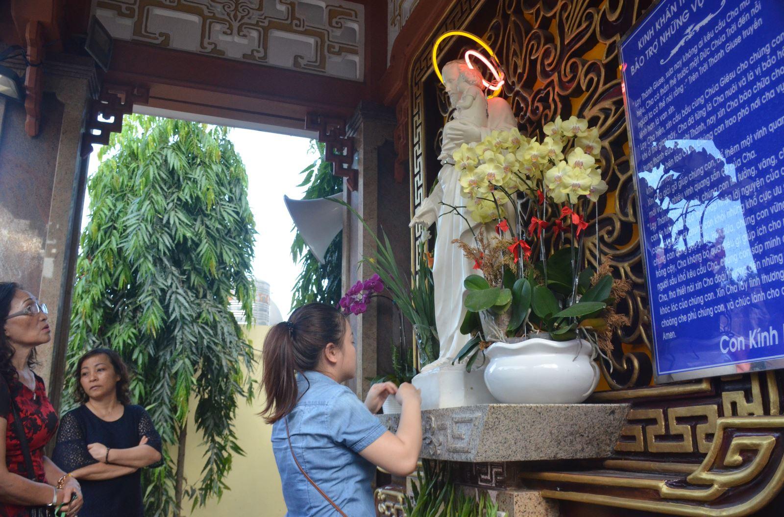 Ngôi đền kính thánh Cả giữa lòng Sài Gòn