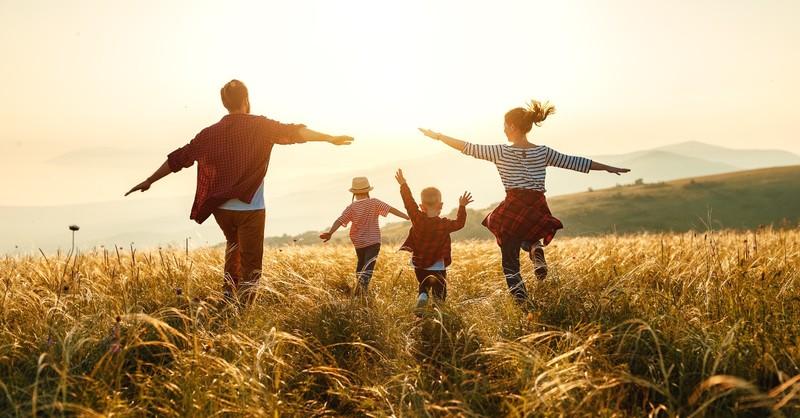 Nguyệt san tháng 02/2021: Người trẻ cần đâm rễ sâu trong căn cội gia đình