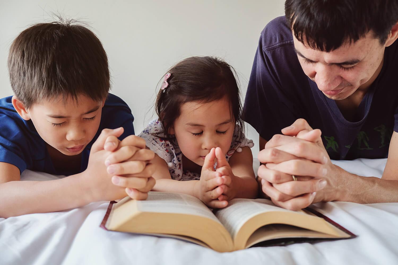 Nguyệt san tháng 5/2021: Gia đình, nơi người trẻ tập sống tương quan với Thiên Chúa trong cầu nguyện