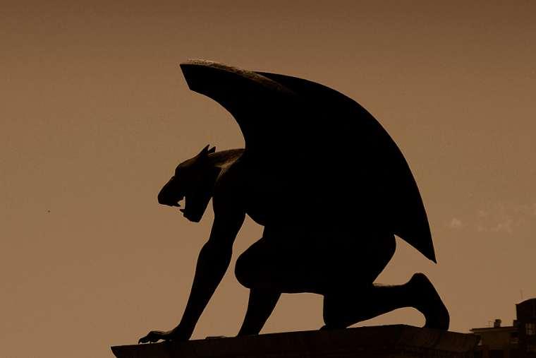 Nhà trừ quỷ dòng Đa Minh cảnh báo: Xem nội dung khiêu dâm, quyến luyến tội lỗi nguy hơn bị quỷ nhập