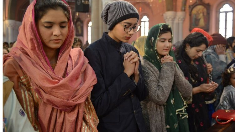 Nhiều thiếu nữ Kitô và Ấn giáo Pakistan bị bắt cóc và buộc theo Hồi giáo