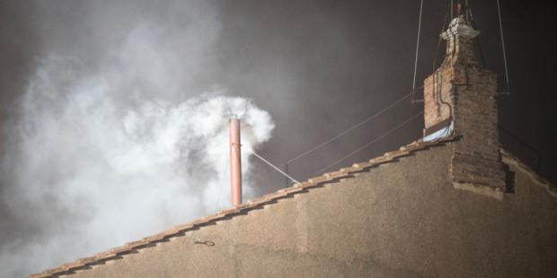 Những bí mật đằng sau khói trắng/đen của Vatican