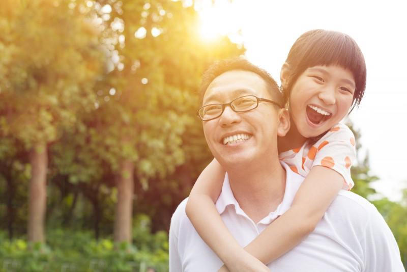 Những câu hỏi cha mẹ nên dùng để hỏi thăm, trò chuyện với con