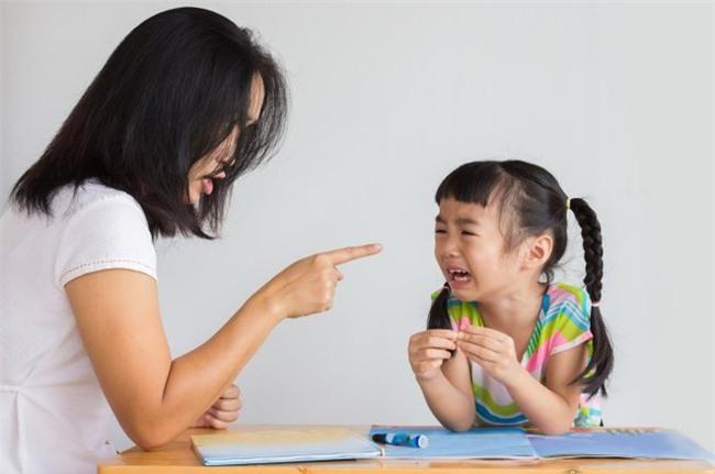 5 điều thường làm của cha mẹ quyết định tới sự tự tin hoặc tự ti của con trẻ