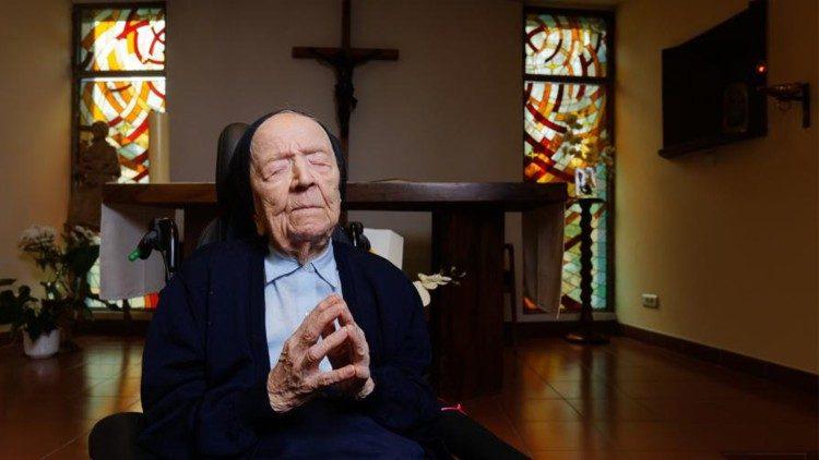 Nữ tu cao tuổi nhất thế giới tròn 115 tuổi