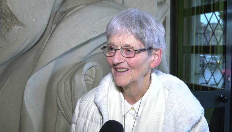 Nữ tu được chữa khỏi một cách kỳ diệu ở Lộ Đức kể câu chuyện khó tin của mình trong một cuốn sách