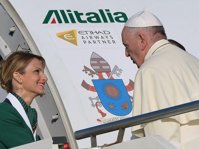 Các nhà báo Vatican kháng nghị chi phí cao cho các chuyến bay đi cùng với Đức Giáo hoàng