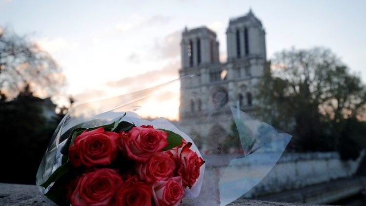Pháp thông qua dự luật tái thiết nhà thờ Đức Bà Paris