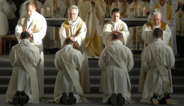 Phó tế trong Giáo hội không phải là linh mục hạng hai