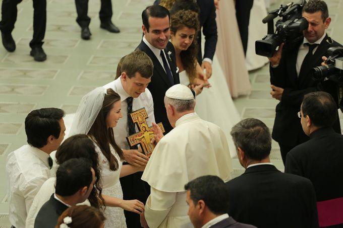 Đức Giáo Hoàng nói: Phải nghiêm túc trong khi dạy giáo lý hôn nhân