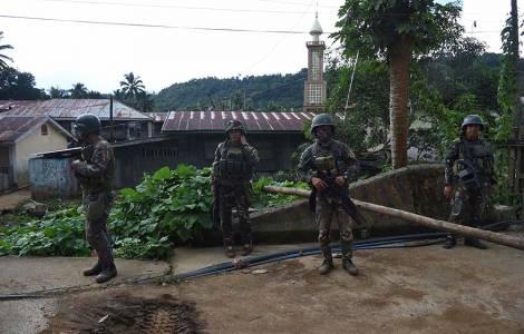 ĐGM Phi Luật Tân Edwin de la Peña y Angot công khai chỉ trích quân khủng bố lên kế hoạch sử dụng con tin đánh bom tự sát
