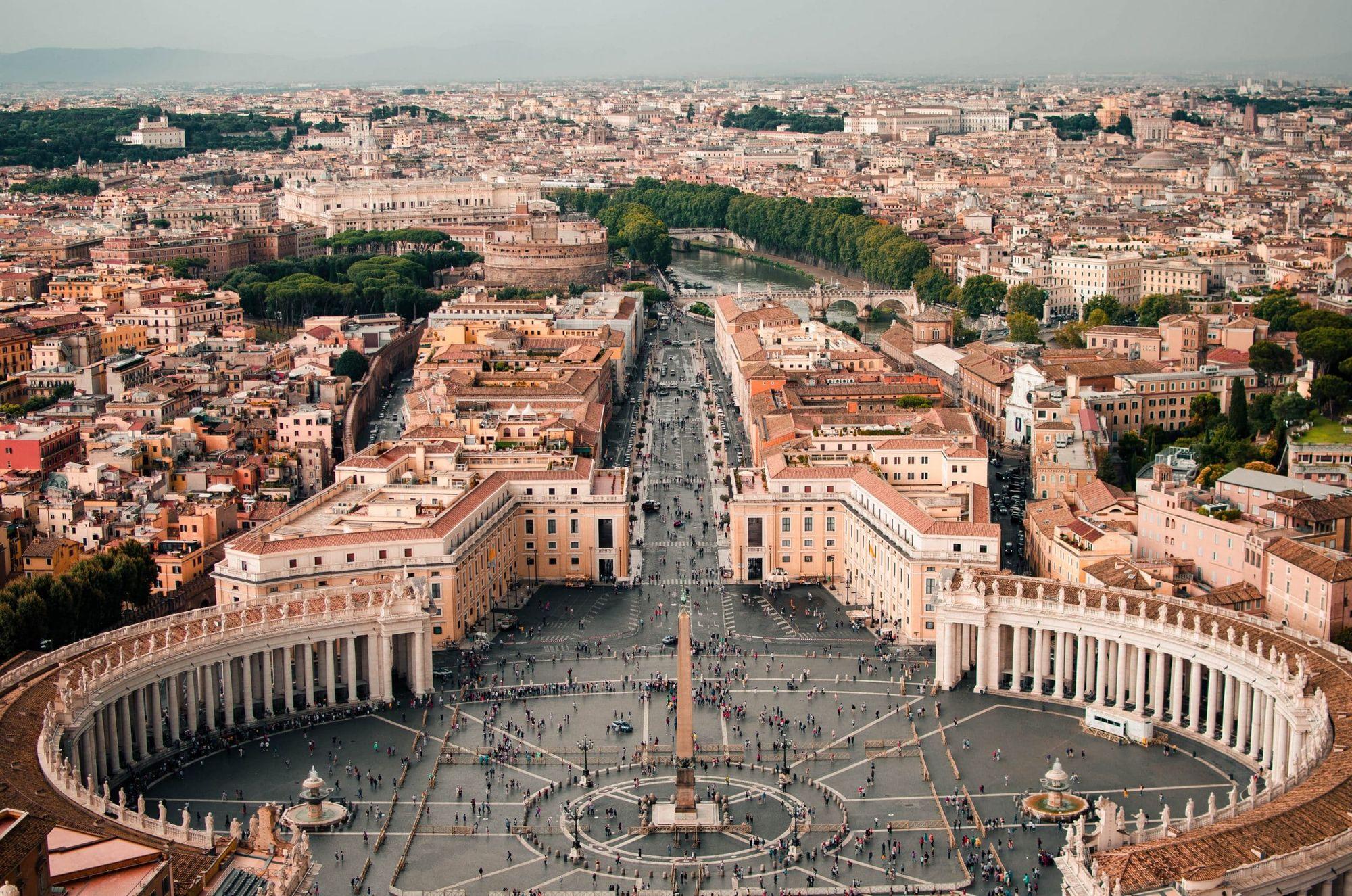Quê hương Chúa Giêsu ở Nadaret, tại sao Giáo Hội không lấy đó làm trung tâm mà lại lấy Roma-Vatican?