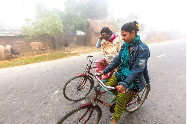 Tại Bangladesh, các giáo lý viên đi xe đạp để rao giảng Tin Mừng