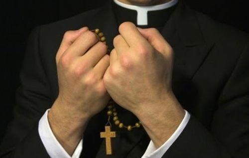 Tại sao gọi các linh mục là cha ?