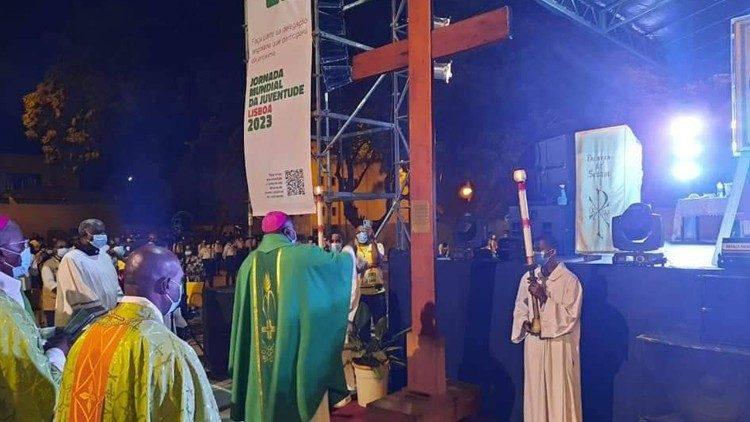 Thánh giá Đại hội Giới trẻ Thế giới kết thúc cuộc thánh du tại Angola