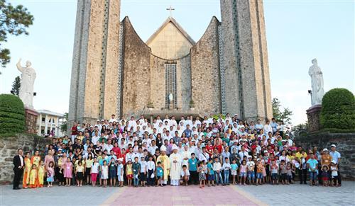 Thánh Lễ Khai Mạc Đại Hội Gia Đình Trẻ tại TGP Huế