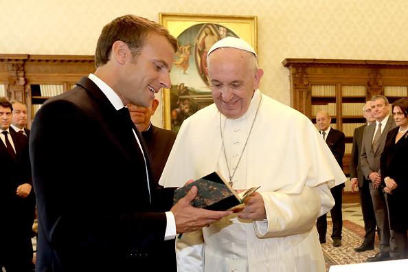 Tổng thống Macron chính thức mời Đức Thánh Cha tông du Paris