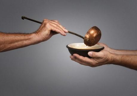 Trao tặng cho người nghèo trong Mùa Chay