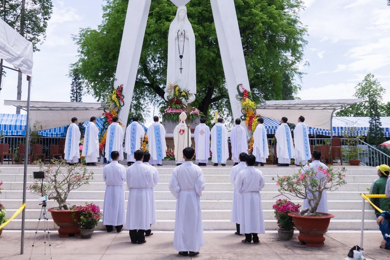 Trung tâm hành hương Fatima: Hành hương kính Mẹ và Mừng Lễ Chúa thăng thiên
