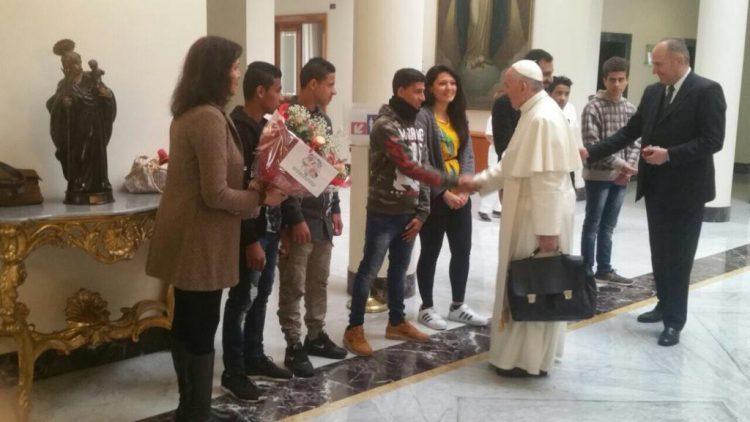 Trước khi rời Rôma đi Ai Cập, Đức Phanxicô gặp các thanh niên trẻ di dân người Ai Cập