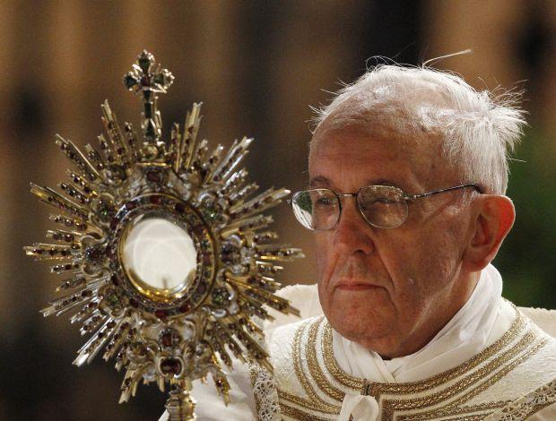 Từ khi còn trẻ ĐTC Phanxicô đã siêng năng chầu Thánh Thể