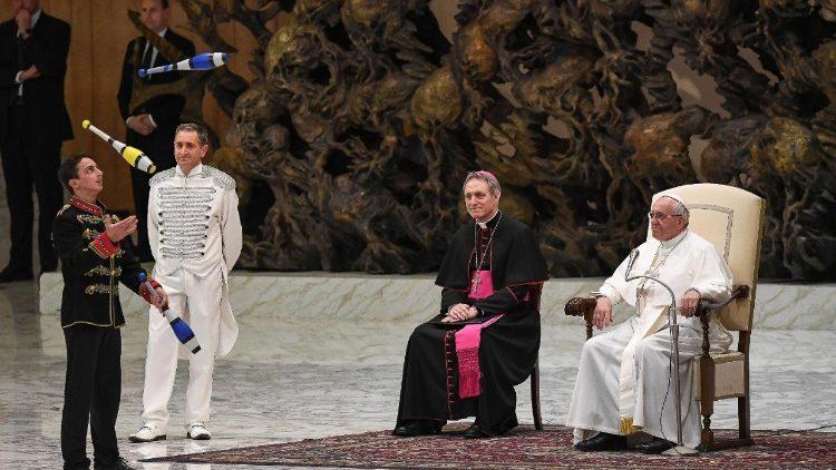 Tuyên bố của Đức tổng giám mục Gänswein về cuốn sách về vấn đề độc thân linh mục