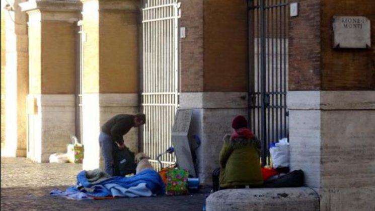 Văn phòng Bác Ái Tòa Thánh mời người nghèo ăn lễ Giáng Sinh