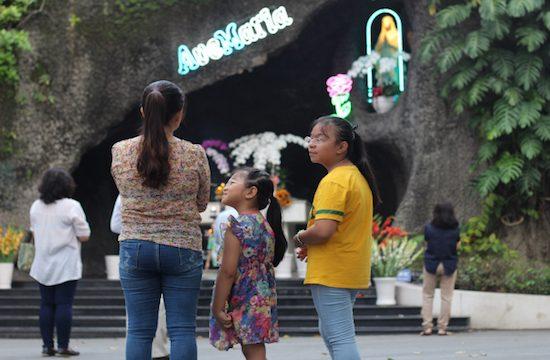 Đời sống kín đáo của các bà mẹ công giáo Việt Nam